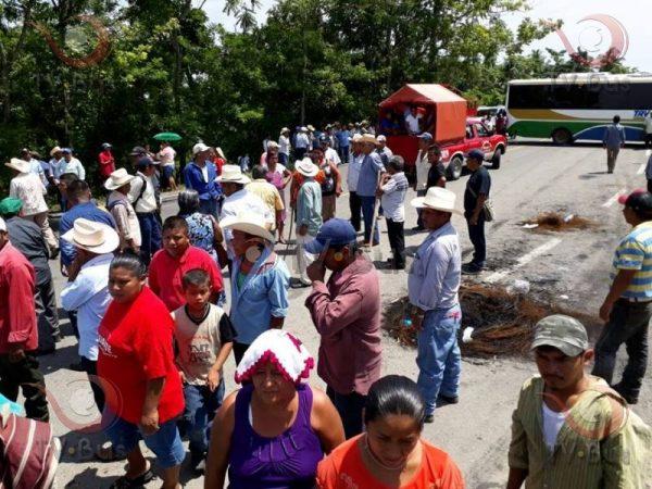 Carretera a Ojitlán permanecerá bloqueada hasta que SEGEGO atienda a la Comisión: Inconformes