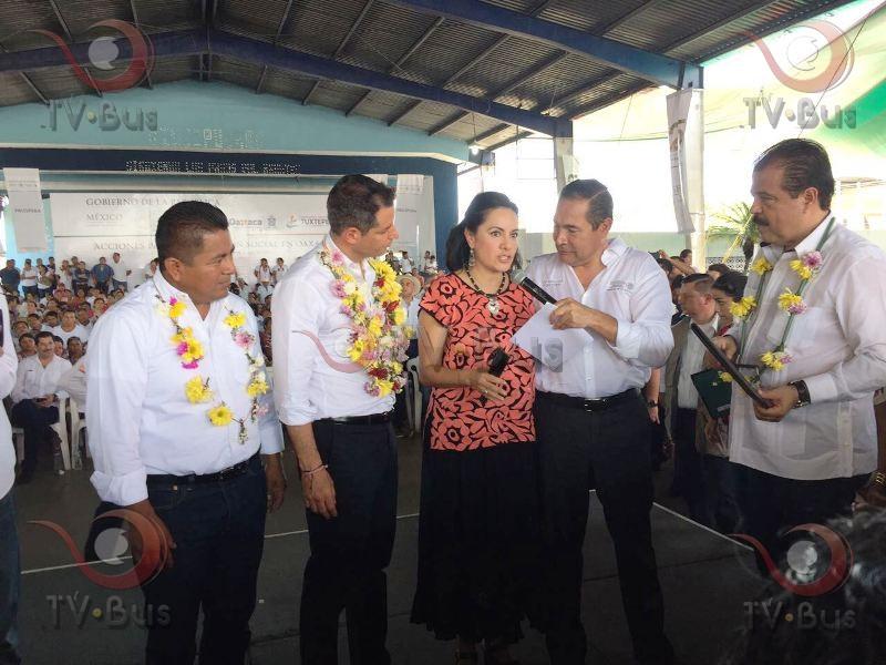 Titular de SEDESOL Federal entraga apoyos en la Cuenca