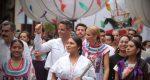 Música, color y tradición invaden la ciudad de Oaxaca con tradicional convite