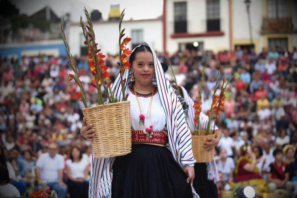 """Presentan """"Una Guelaguetza muy especial"""", en la Plaza de la Danza"""