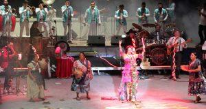 ¡Cautiva concierto de Lila Downs a miles de visitantes!