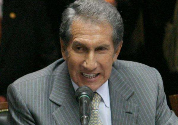 Arturo Montiel continúa hospitalizado