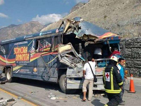 Se accidenta autobús de la Sonora Dinamita