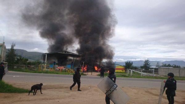 Continúa enfrentamiento en la colonia Guardado, queman casas y vehículos