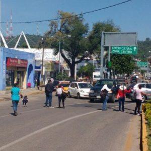 Normalistas bloquean crucero del ADO en Oaxaca