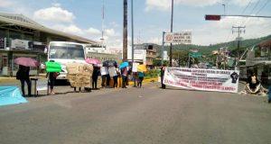 Normalistas bloquean terminal de autobuses y crucero en Oaxaca