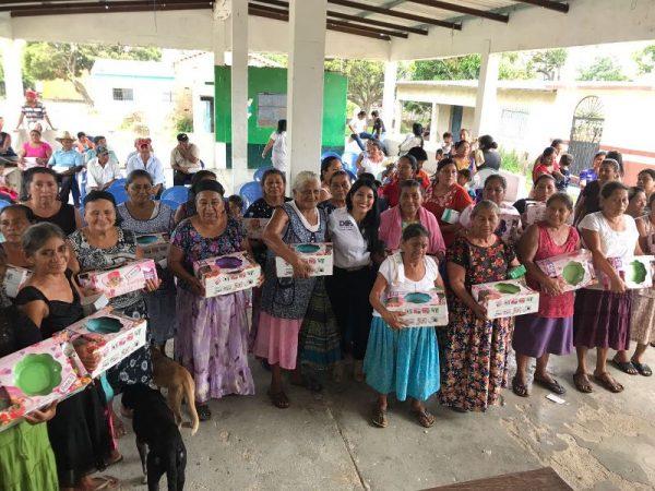 Delegados DIF trabajan en beneficio de las familias oaxaqueñas:  Ivette Morán de Murat