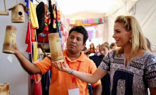 """Visita Ivette Morán """"Expo Artesanal Guelaguetza 2017"""" y """"XX Feria Internacional del Mezcal"""""""