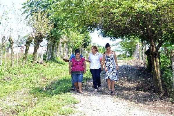 Comunidades agradecen cercanía de Presidenta María Luisa Vallejo