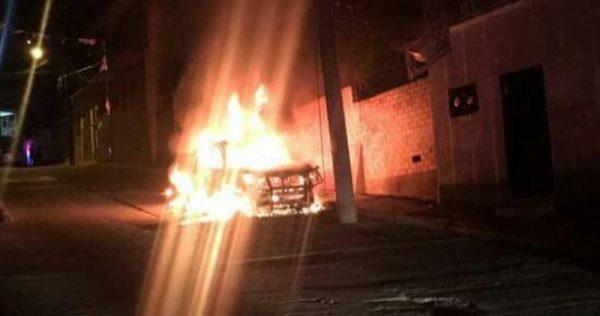 Continúa inseguridad en capital oaxaqueña; incendian dos vehículos