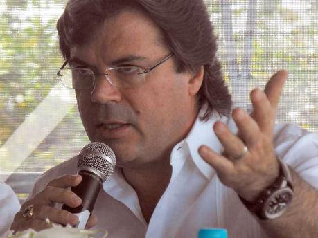 José Zorrilla comparece por escrito ante la Contraloría; Gabino no fue