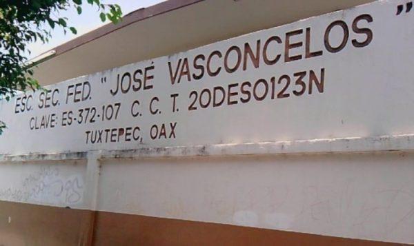"""Comité de padres de la Sec. """"José Vasconcelos"""" denuncian desvío de recursos"""