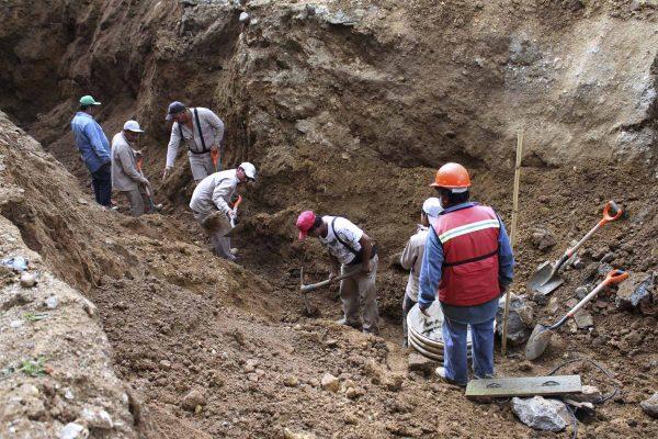 Repara Sapao línea de drenaje pluvial y agua potable en Xochimilco