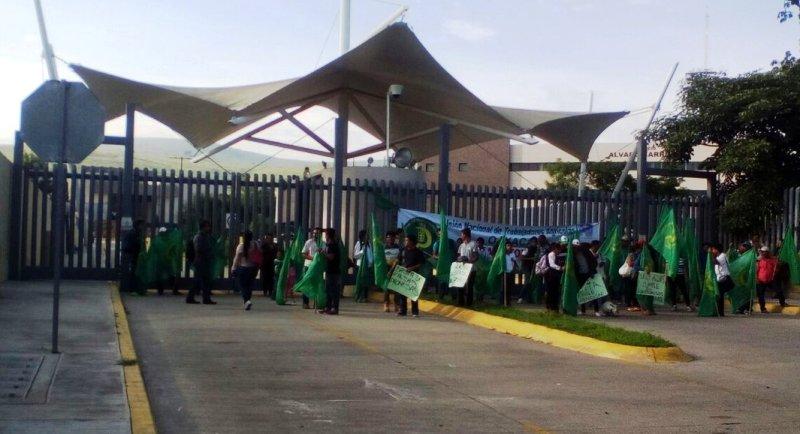 Bloquea UNTA Ciudad Judicial