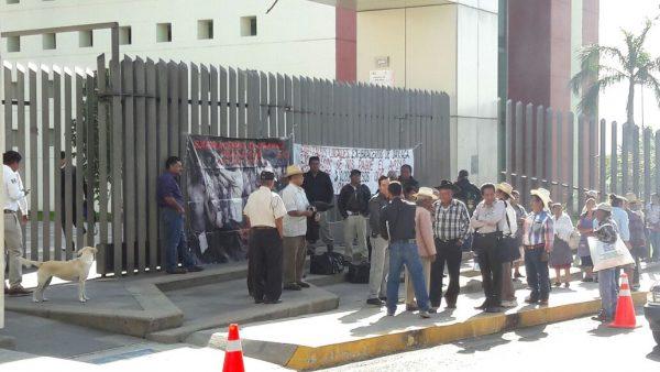 Ex braceros protestan en la cámara de diputados