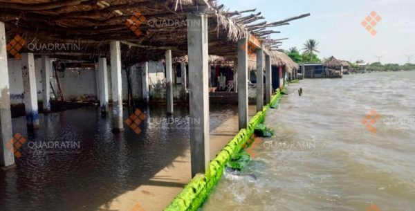 Mar de fondo deja daños materiales en playas de Oaxaca