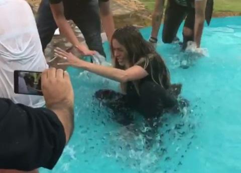Maca y Natalia lanzan al agua a Galilea Montijo