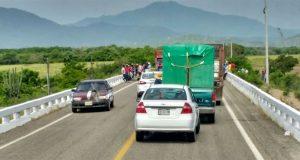 Por falta de apoyo a damnificados, cierran carretera en el Istmo
