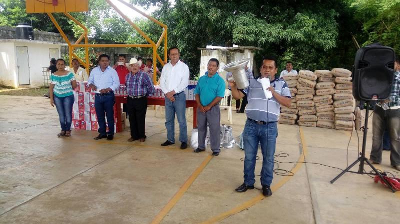 Con más del 50% de su sueldo, Octavio Santana cumple con ciudadanos