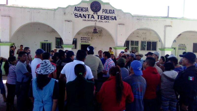 Pasean a presuntos ladrones en Santa Teresa