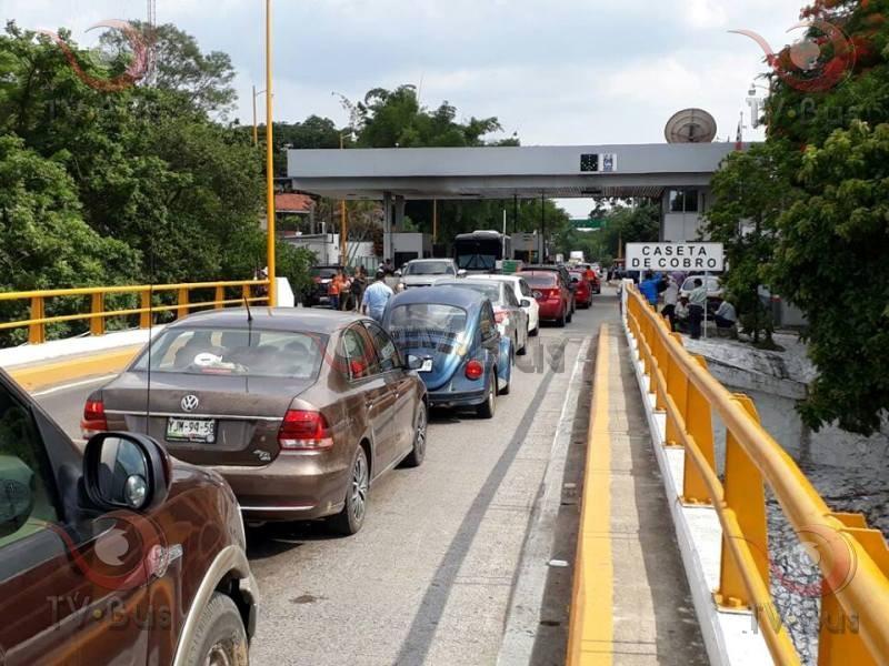 """Habitantes de Ojitlán, vuelven a bloquear """"Caracol"""""""