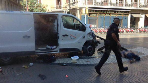 Camioneta atropella a varias personas en Barcelona, al menos dos muertos y 25 lesionados