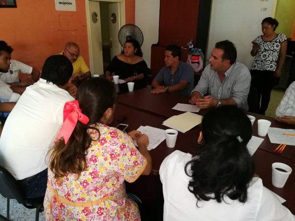 Pide Gabriel Cué 24 horas a estudiantes para presentar propuesta de pago de becas