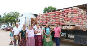 Gestiona Diputado Local Samuel Gurrión Matías la entrega de cemento para familias de Tehuantepec