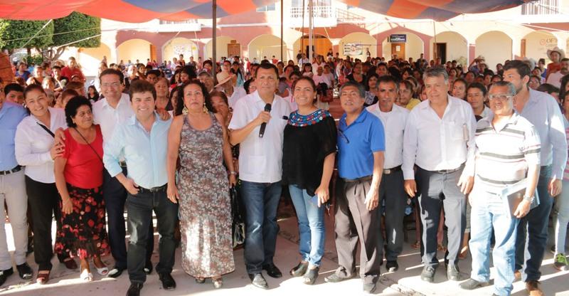 Difunde Diputado Local, Samuel Gurrión trabajo legislativo al pueblo de Santiago Huajolotitlán