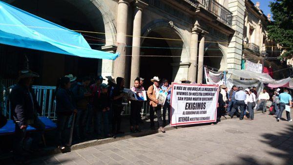 Se manifiestan habitantes de San Pedro Mártir Quiechapa.