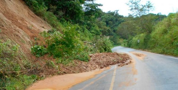 Lluvias provocan deslaves en carreteras de Oaxaca