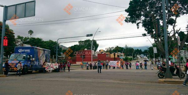 Bloquea CNTE crucero en la Ciudad de Oaxaca