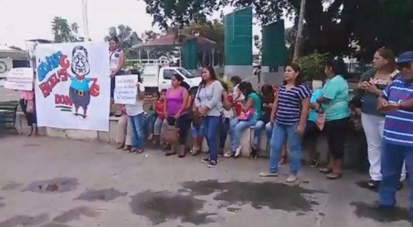 Colonos de Tuxtepec insisten en destitución de Bacelis