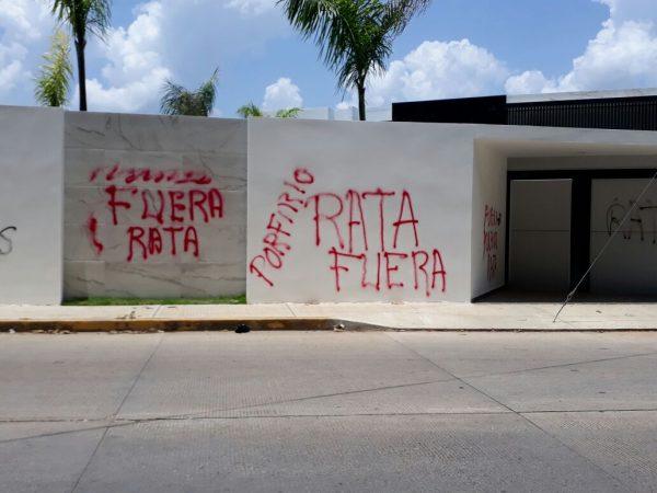Inconformes Ojitecos se deslindan de actos vandálicos sobre la residencia del edil de Ojitlán