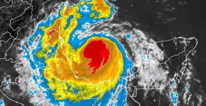 Tormenta tropical Franklin se desplaza sobre la Península de Yucatán