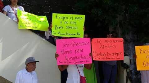 Protestan vs CFE por altas tarifas y fallas en el suministro