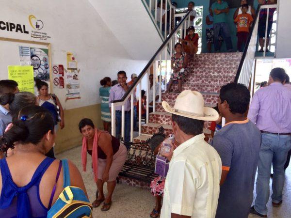Toman inconformes Palacio de Pinotepa Nacional