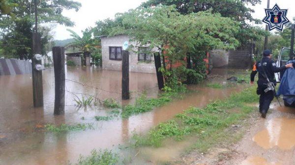 """Despliegan plan estatal de auxilio a la población por el desbordamiento del arroyo """"El Zapote"""" en Tuxtepec"""