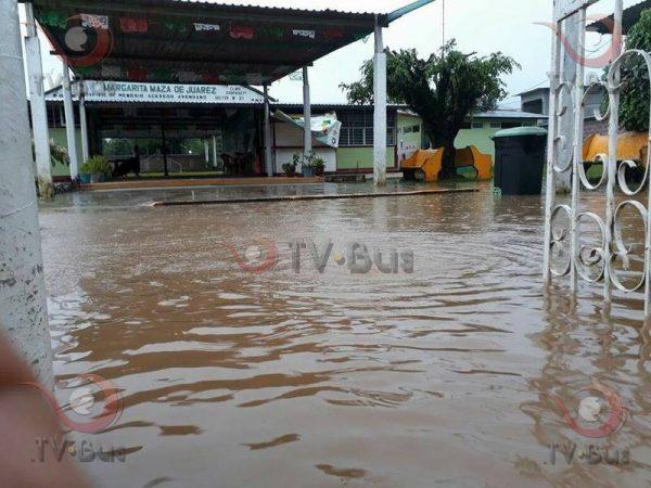 En Valle, suspende clases la Escuela Margarita Maza por acceso inundado