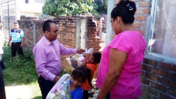 Ayuntamiendo de Usila entrega víveres en Ixtaltepec