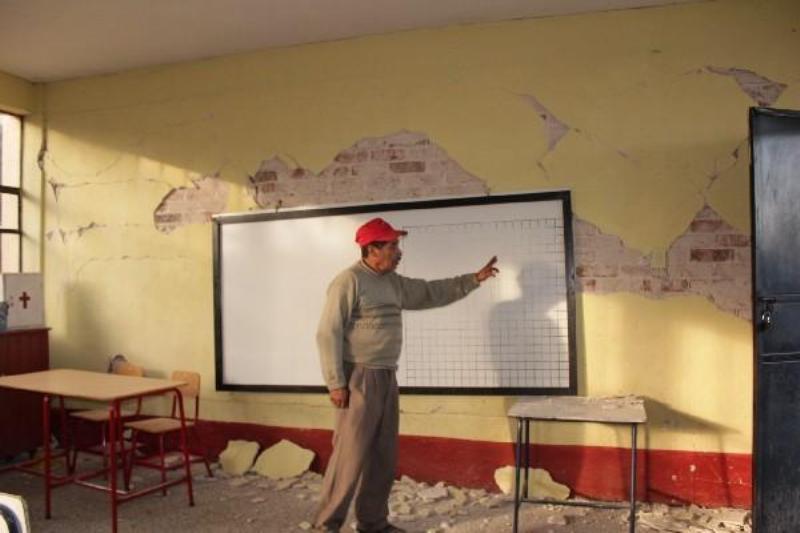 Padres de familia de Tlacolula exigen nuevo edificio escolar