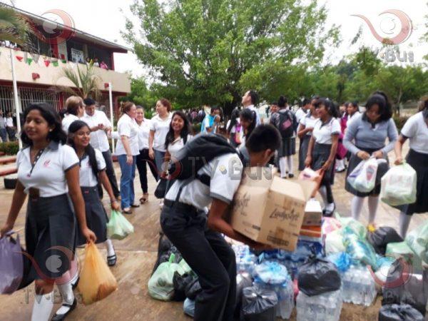 Alumnos del COBAO de Chiltepec donan víveres para el Istmo