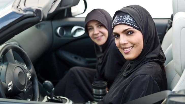 Arabia Saudita otorga permiso de conducir a las mujeres