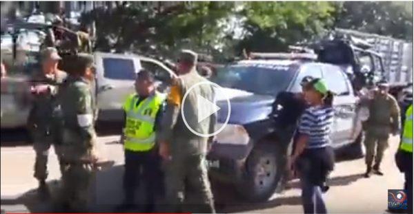 Policía Federal y militares se enfrentan por víveres en Oaxaca +VIDEO