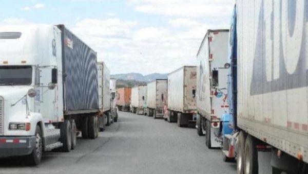 Pobladores cumplen 48 hrs de bloqueo carretero, ante falta de atención por derrame de Pemex