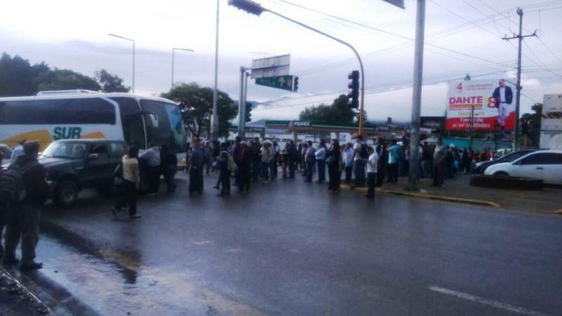 Dañan en Oaxaca con un cohetón helicóptero de comitiva de EPN