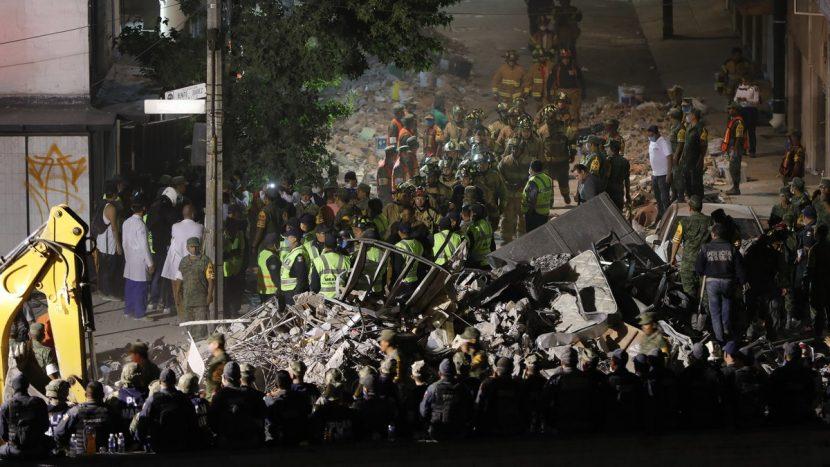 Suman 225 muertos por sismo de 7.1 grados