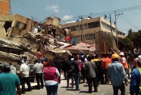 Caos, derrumbes y al menos 149 muertos tras sismo.