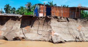 Río arrastra 11 viviendas en la Costa
