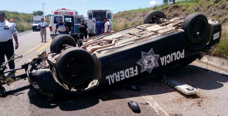 Vuelca patrulla de la Policía Federal en Oaxaca; 2 heridos